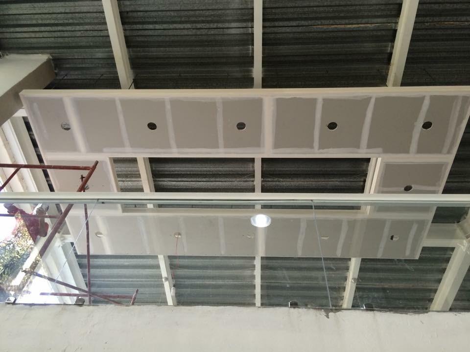 Dise o e instalacion de muros y plafones de tablaroca for Plafones de pared para escaleras