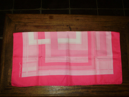 diseño geometrico pañuelo dama fiorini 76 cmts