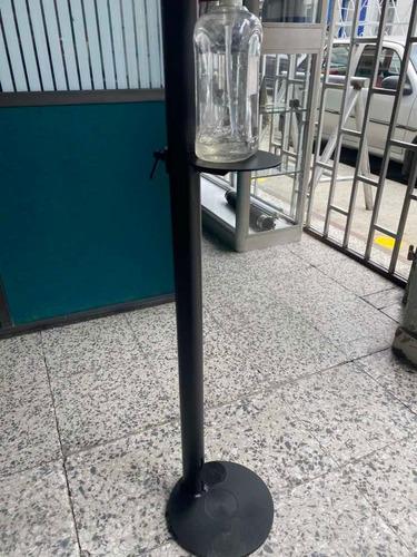 dispensador de gel sin contacto hecho en tubería