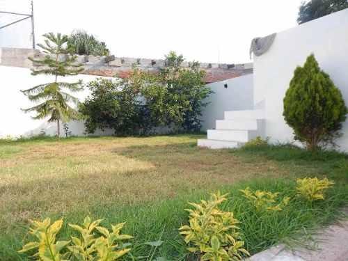 divina casa en calesa de una planta, 4 recámaras, jardín !!