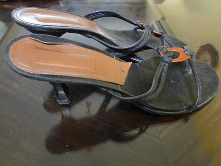 divinas!! sandalias negras con detalle en marron talle  39