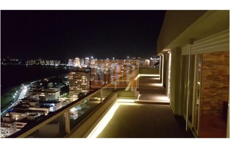 divino super bien decorado  vista total al puerto todo recicladoa nuevo con piscina y serv de mucama -ref:1301