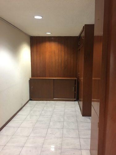 division del norte, oficina en 4to. piso muy iluminada y amplia