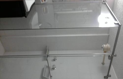 divisiones de baño, fachadas en vidrio, barandas, acero inox