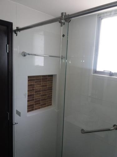 divisiones para baño en vidrio y acero inoxidable 250.000 m2