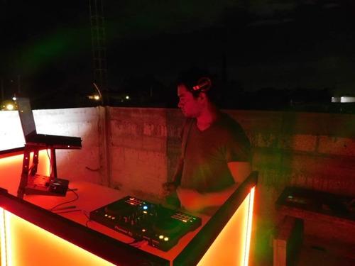 dj versatil, audio e iluminación