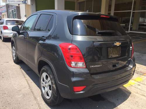 dm chevrolet trax 1.8 ls mt 2018 color gris oscuro