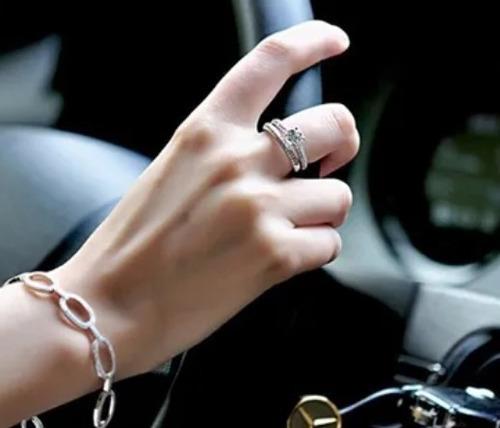 doble anillo.joyería nupcial de boda. piedra sirconia