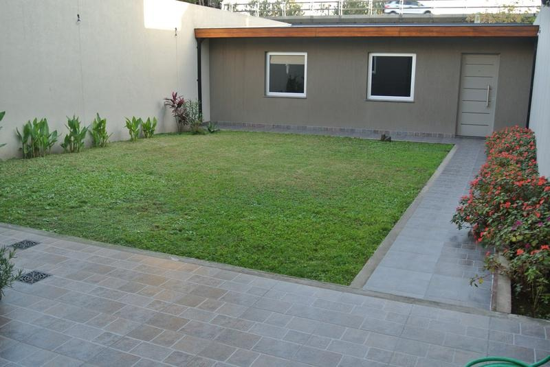 doble cochera hermosisima casa con jardín