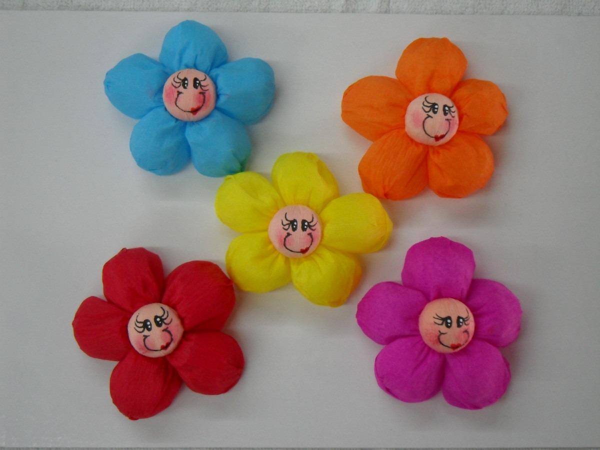 Doce flores de papel crepe para recuerdos y arreglos for Manualidades con papel crepe