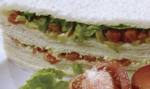 docena de sándwiches de miga de jamón y verduras