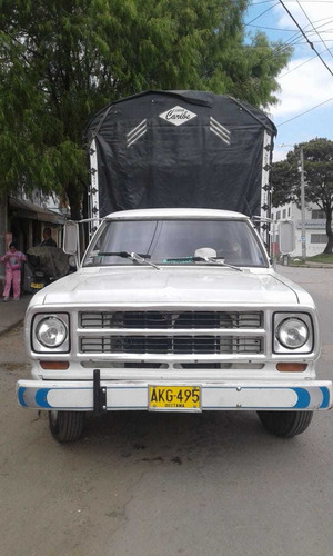 dodge 100 estacas gasolina y gas troqueada 250 sencilla.