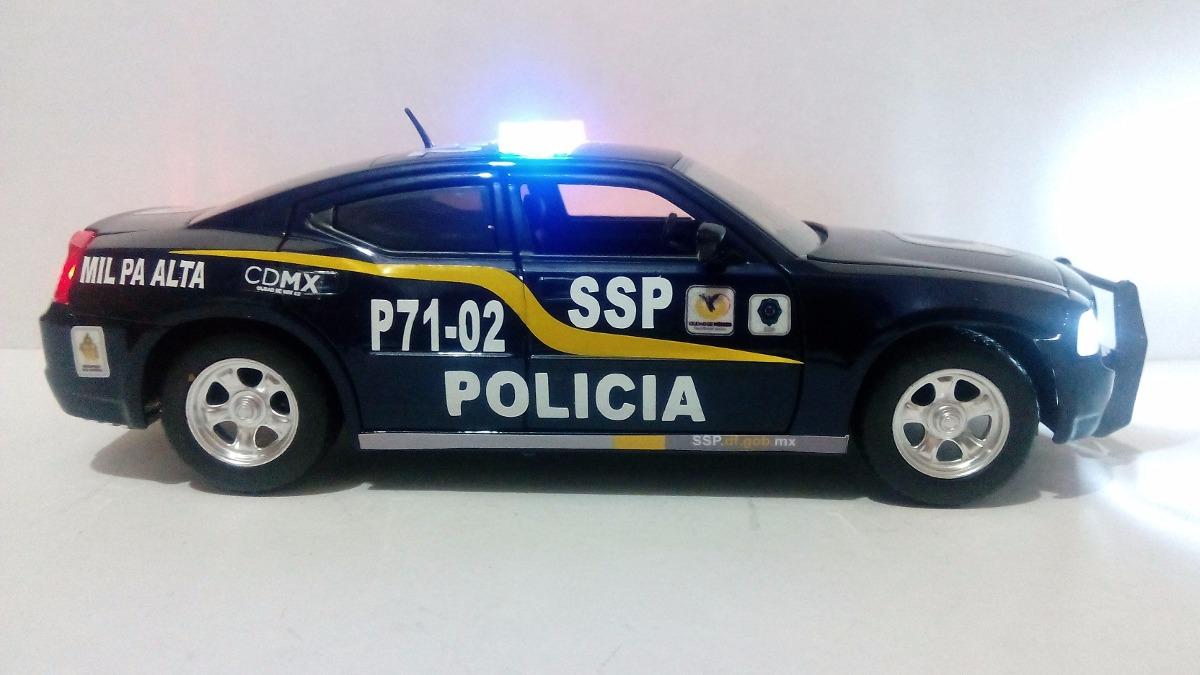 Dodge Charger Patrulla Policia D.f. Con Luz 1:24 - $ 1,500