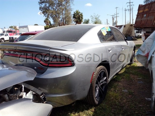 dodge charger r/t 2016¿  chocado para reparar..