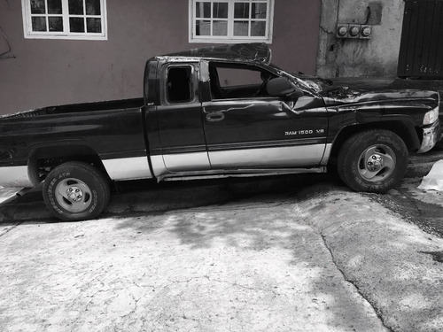 dodge ram 2001 accidentada con motor en buenas condiciones.