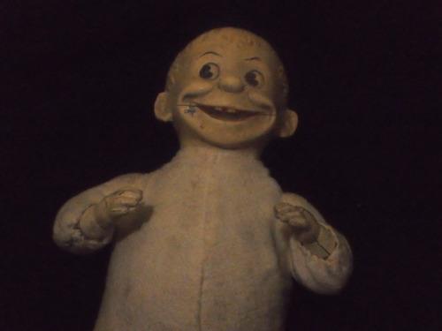 doll muñeco porcelana o de pasta alegre divertido