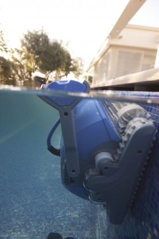 Dolphin supreme m5 robot limpia piscinas 45 en for Robot limpia piscina