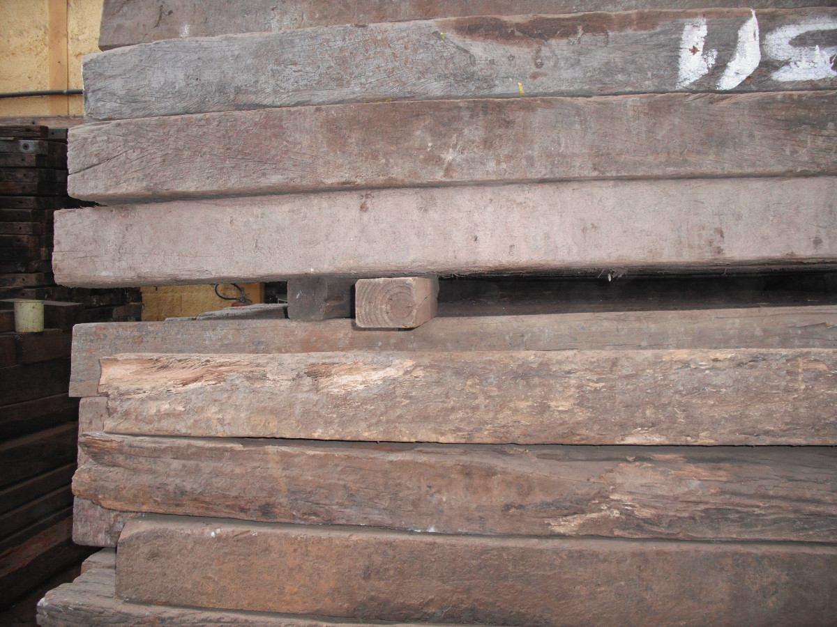 Dormentes De Madeira De Lei Usados (metro Linear) R$ 50 00 em  #7C614F 1200x900