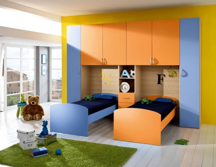 Juveniles de dos camas cheap habitacin infantil con dos for Dormitorios juveniles dos camas en l