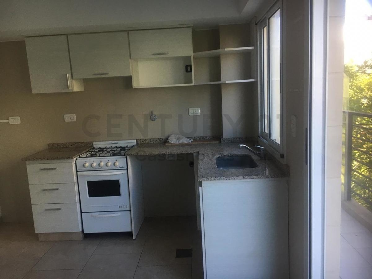 dos ambientes 55m2 semipiso al frente con balcon, cocina integrada