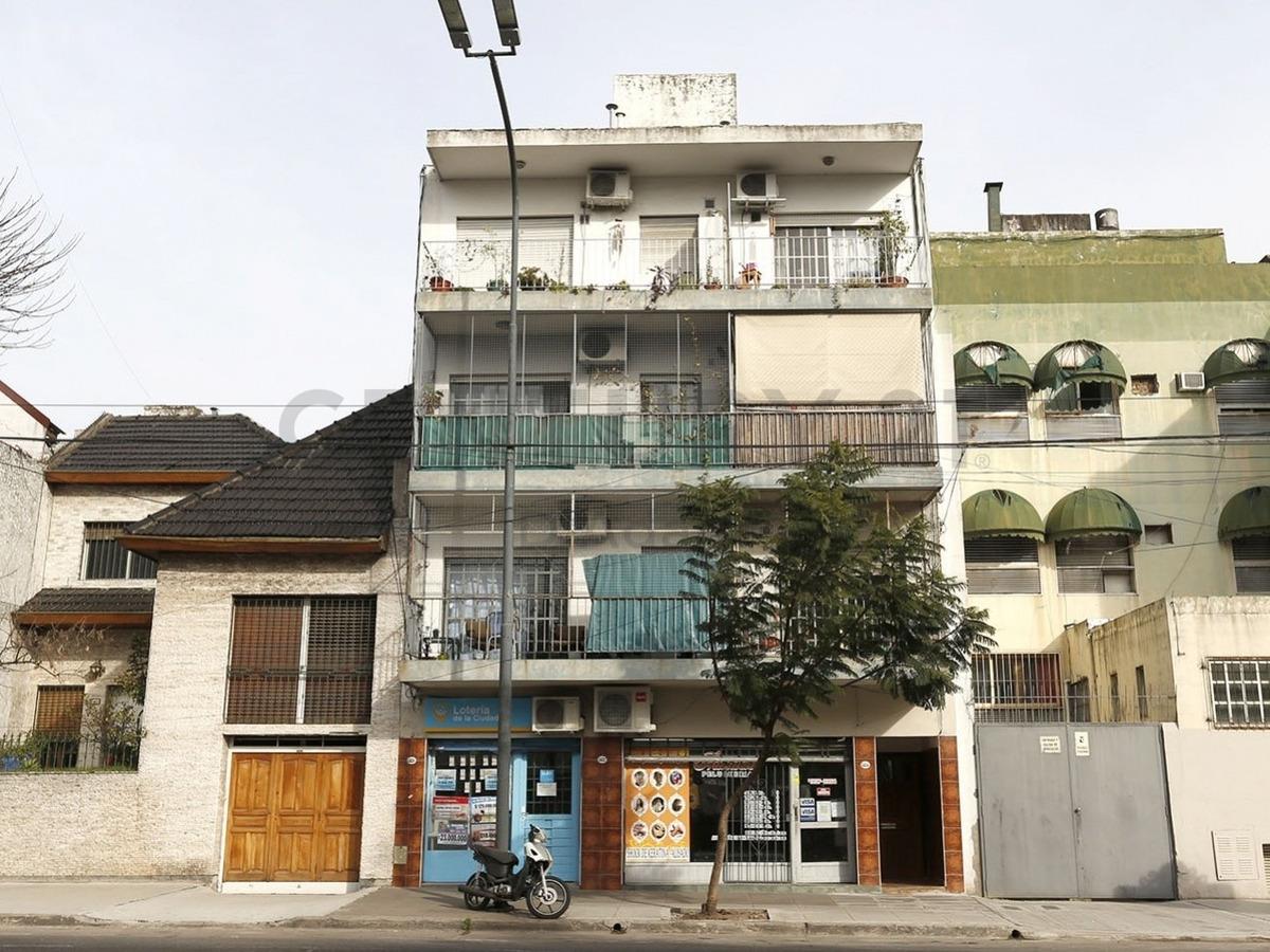 dos ambientes /al frente con balcon /
