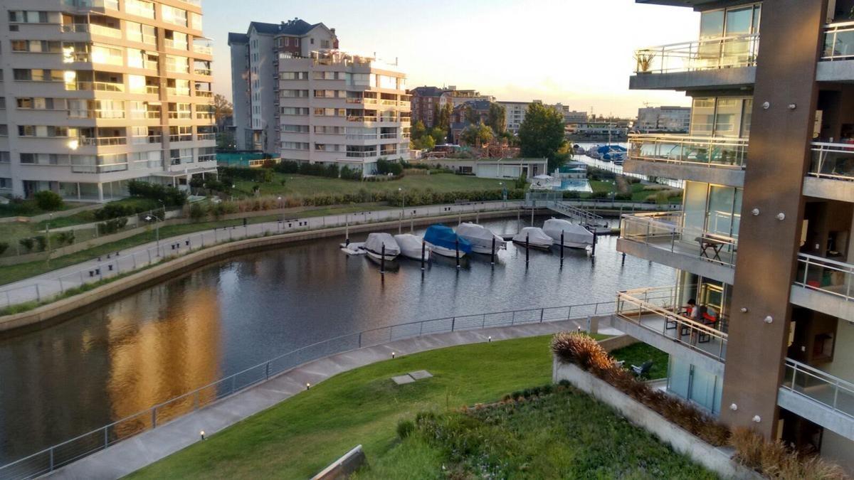 dos ambientes al rio en nordelta