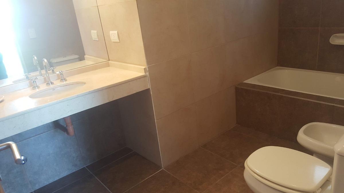 dos ambientes con toilette y cochera
