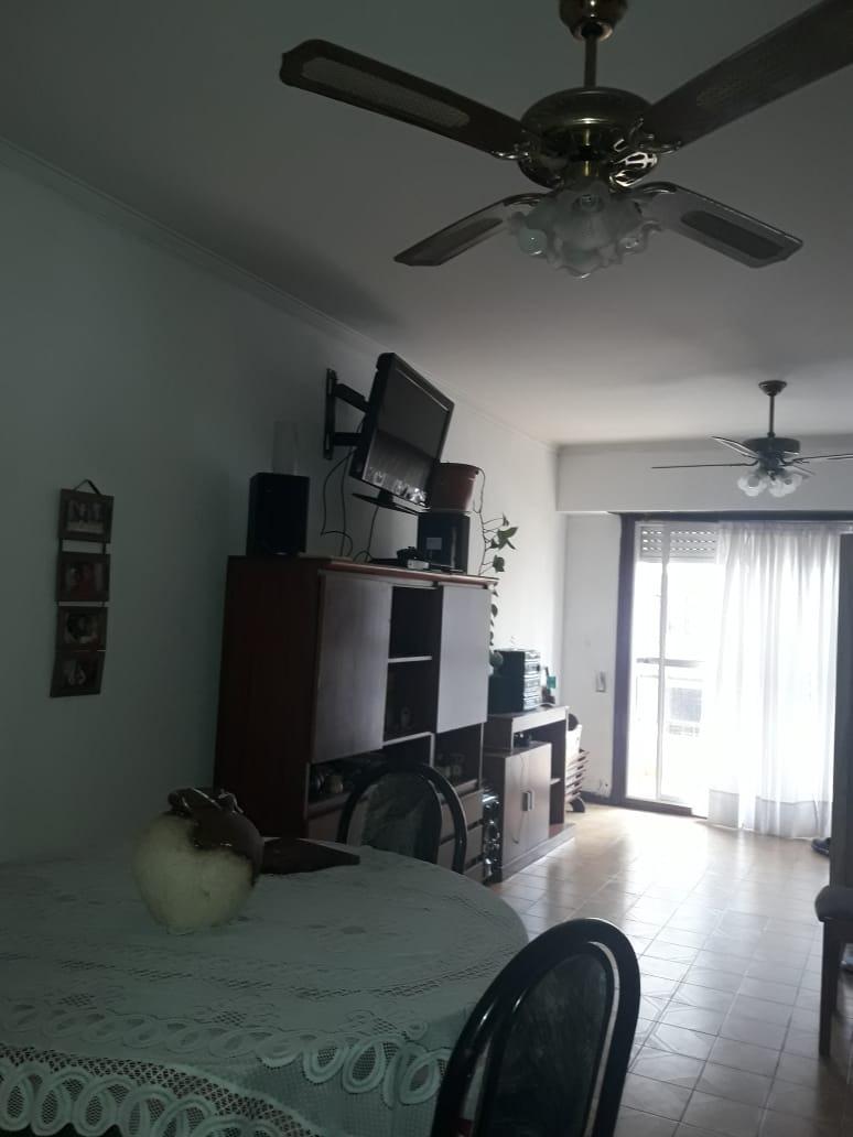 dos ambientes , espacio de cochera , patio y  balcon