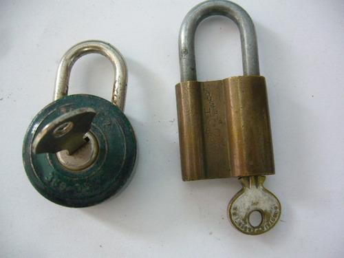 dos antiguos candados  con llave