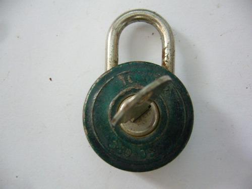 dos antiguos candados llave