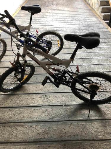dos bicicletas de segunda mano para niños de 7 a 12 años.
