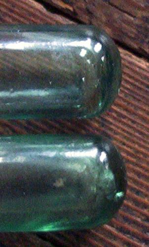 dos botellas antiguas de base redondeada / colección.