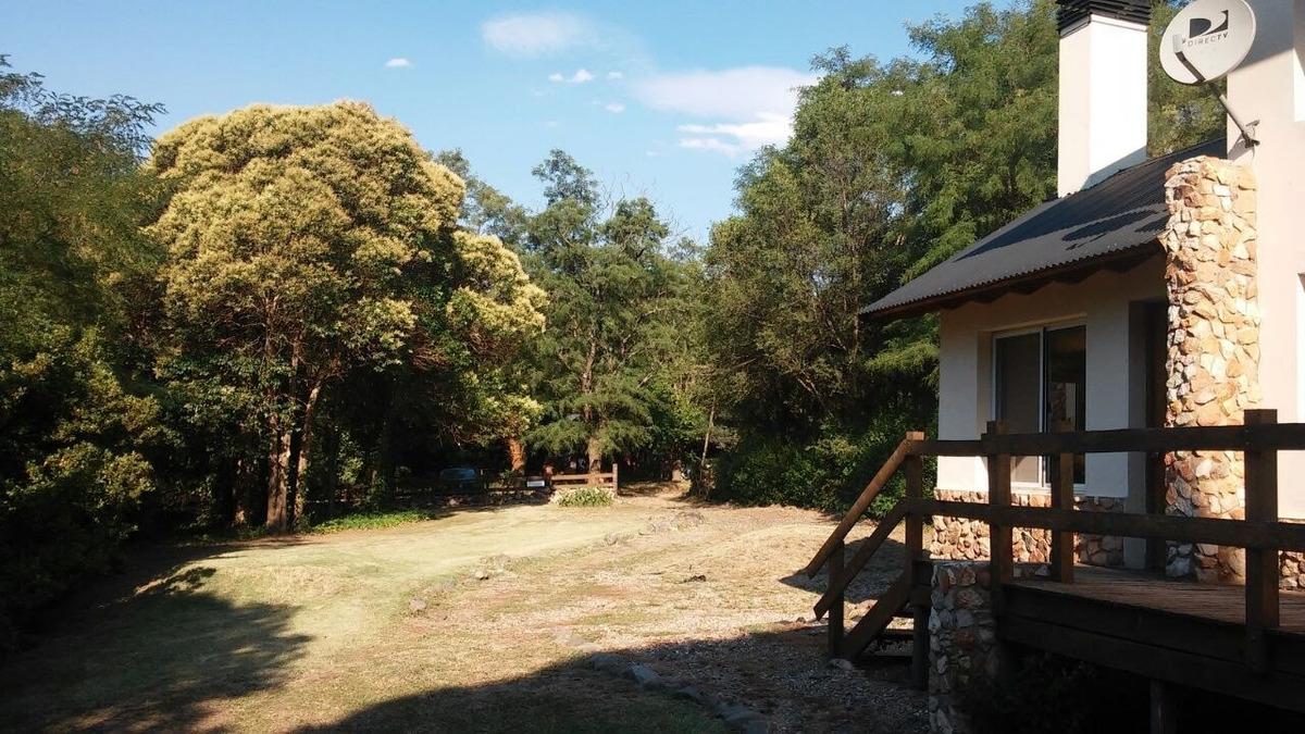 dos casas sobre 2100 mts²  de parque con pileta