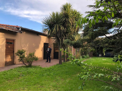 dos casas/ viviendas en block en barrio parque peña