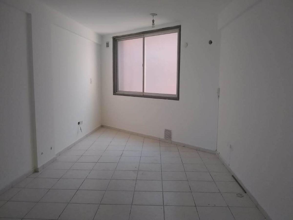 dos dormitorios a 2 cuadras de patio olmos!!