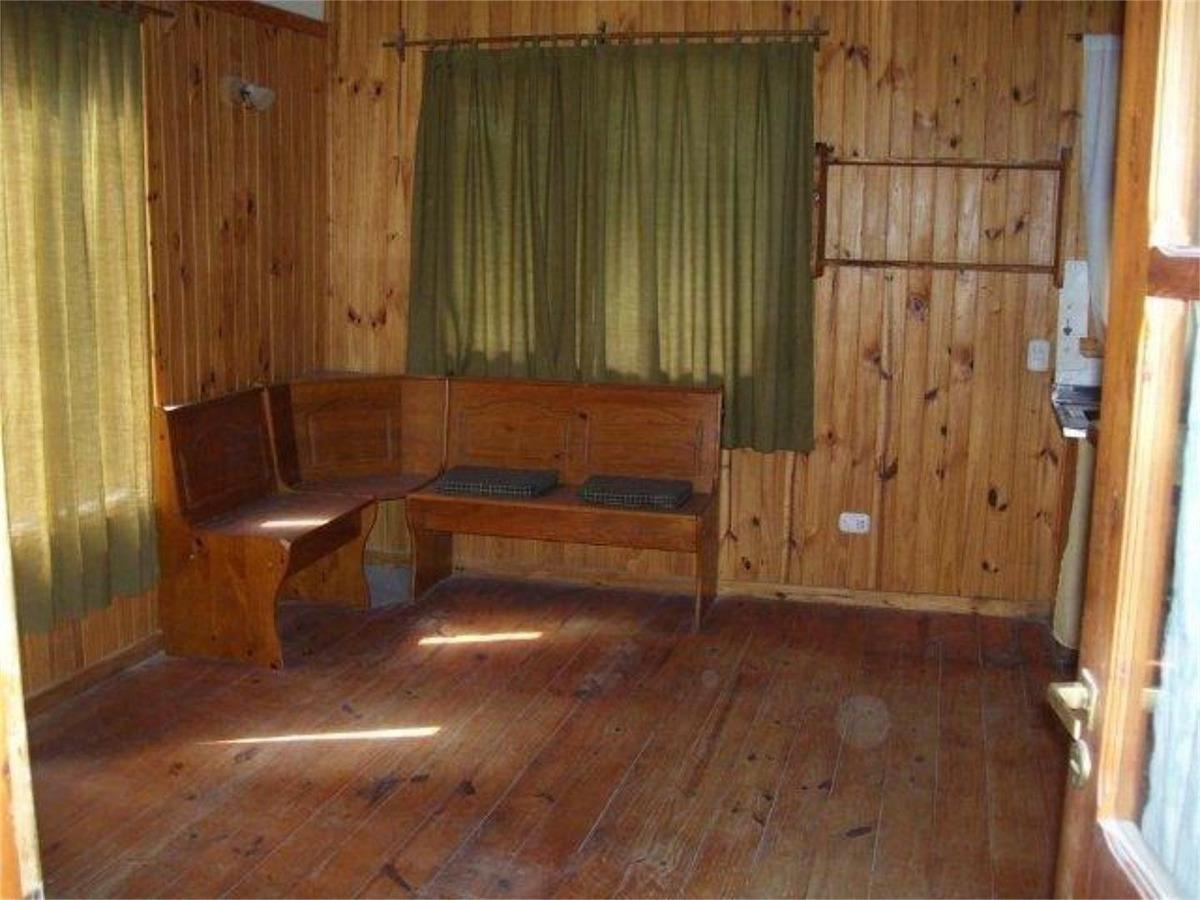 dos lindas cabañas de madera