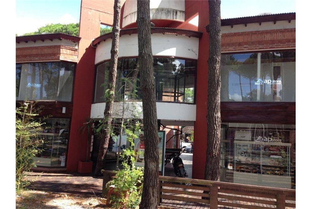 dos locales comerciales - cariló - permuta