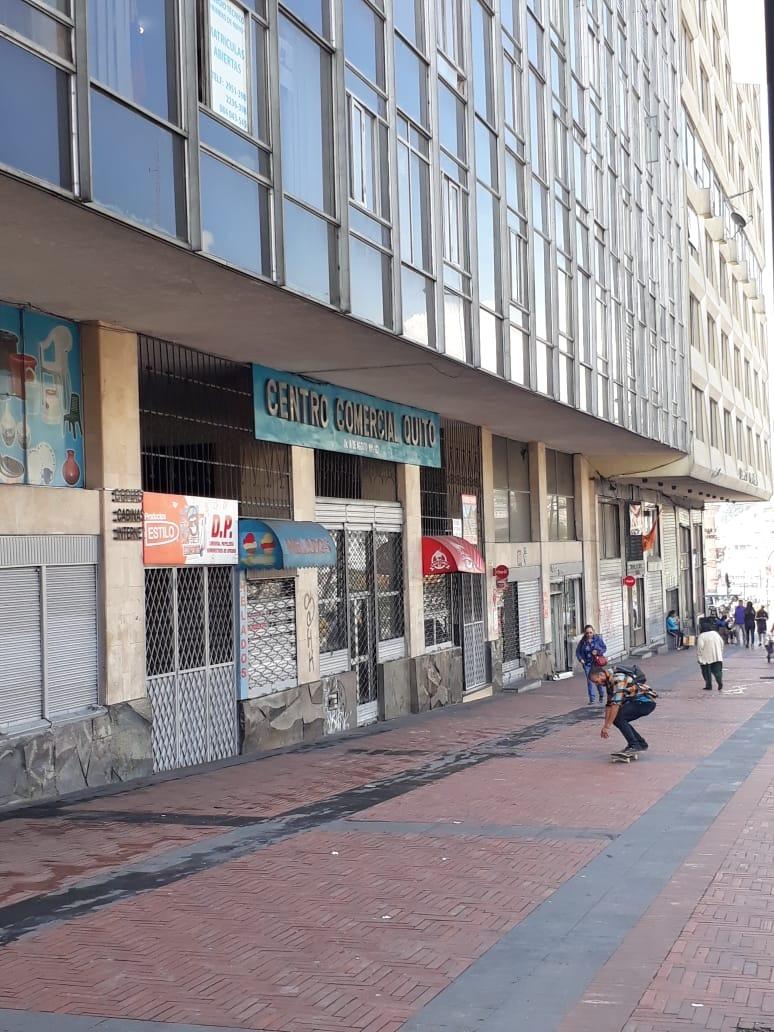 dos locales comerciales interiores en sector plaza san blas