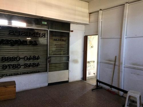 dos locales de negocio en alquiler sobre santos vega