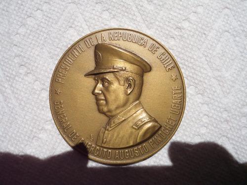 dos medallas de bronce salvador allende y pinochet chile