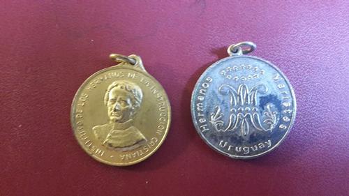dos medallas de colegios, mt010