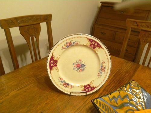 dos platos de porcelana inglesa del ano 1792.