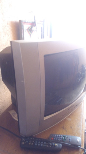 dos televisiones usadas una grande y una pequeña