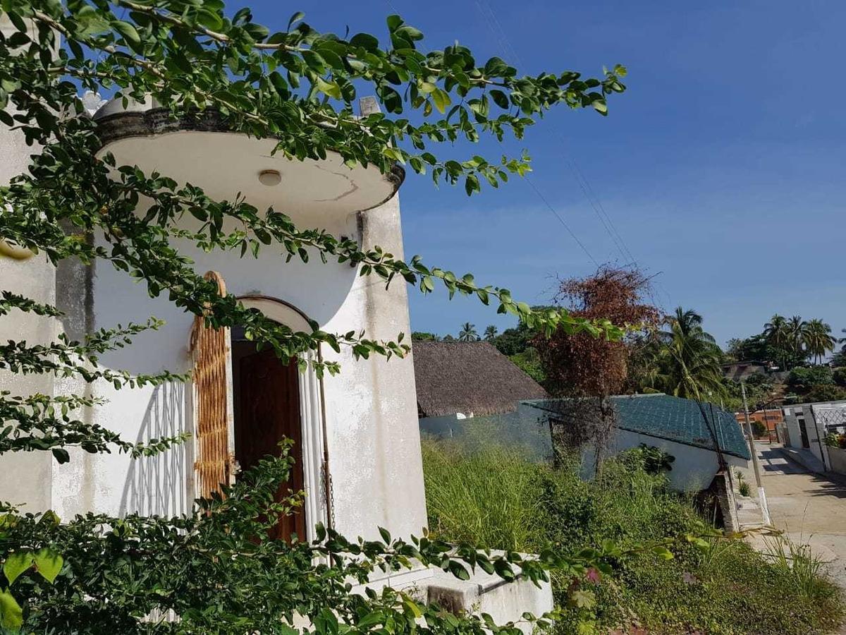 dos terrenos uno cuenta con casa utilizable como oficina