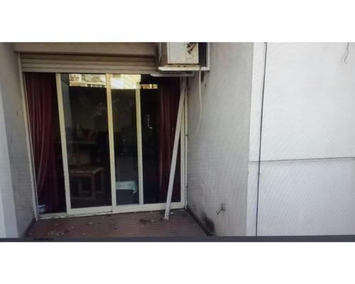 dpto. 2 dormitorios, 2 baños. patio y cochera. contrafrente. apto crédito. corrientes 1400
