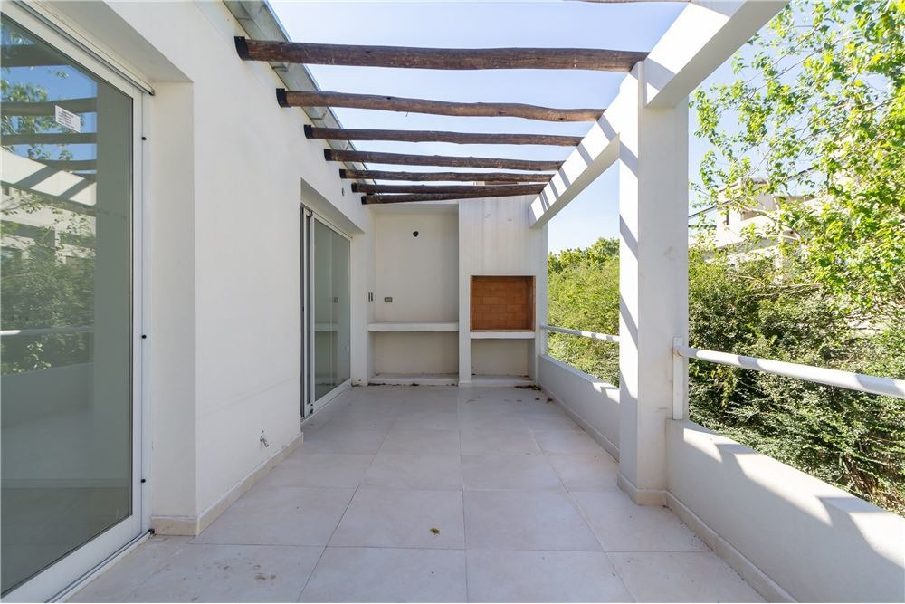dpto 3 amb vestidor blcon terraza parrilla cochera