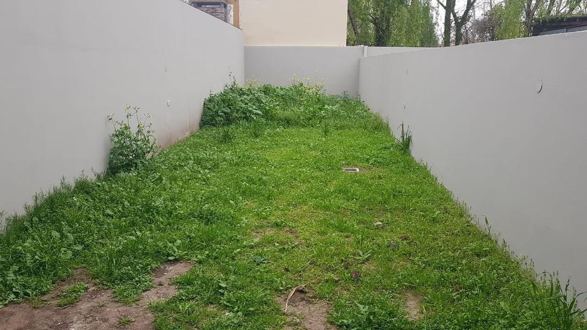 dpto de 2 ambientes patio  con cochera descubierta castelar