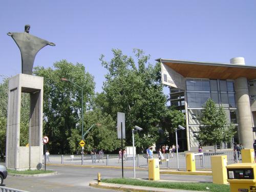 dpto full amoblado.frente campus uc. a pasos del metro