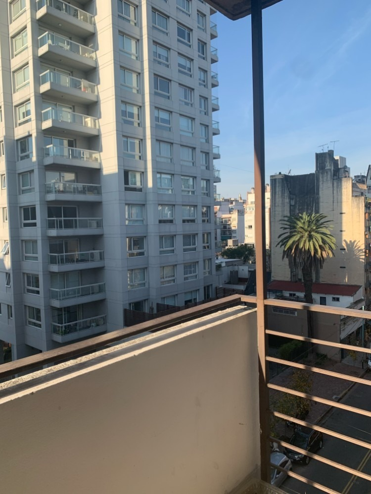dpto muy luminoso con balcon