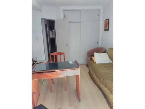 dpto. pb 2 dormitorios. patio. cochera. apto profesional. ayacucho 1300